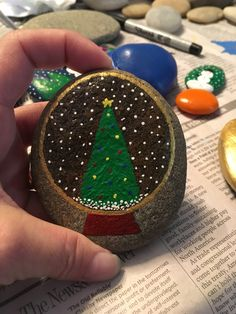 Christmas tree snow globe painted on a rock. Tape off and only seal the snow globe Christmas tree snow globe painted on a rock. Tape off and only seal the snow globe Rock Painting Patterns, Rock Painting Ideas Easy, Rock Painting Designs, Pebble Painting, Pebble Art, Stone Painting, Christmas Rock, Simple Christmas, Christmas Tree