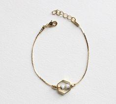 Bracelet hexagone plaqué or - Howlite : Bracelet par apres-la-pluie-creation