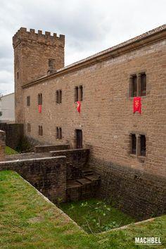 Fachada del Palacio fortificado del Príncipe de Viana de Sangüesa Ruta de los Castillos y Fortalezas de Navarra España