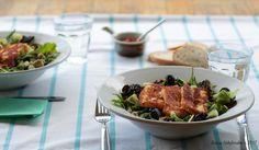 Perfecte combi, kikkererwten met salade en als topping licht gebakken halloumi! Halloumi, Chicken, Food, Vitamins, Salads, Meals, Cubs