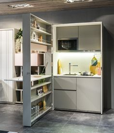 Architects and designers are more than ever involved in the organization of small spaces and the design of multifunctional furniture for small apartments and tiny houses. Here are a few tiny spaces design ideas. Micro Kitchen, Kitchen Box, Compact Kitchen, Small Space Kitchen, Small Space Living, Tiny Living, Kitchen Living, Kitchen Unit, Kitchen Ideas