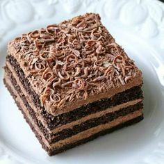 Prajitura Nero cu mousse de ciocolata si foi de casa cu cacao Romanian Desserts, Sweets Recipes, Mcdonalds, Vanilla Cake, Mousse, Caramel, Sweet Treats, Cheesecake, Food And Drink