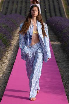 Jacquemus Men's Spring 2020 Couture Fashion, Runway Fashion, Fashion Models, Fashion Brands, High Fashion, Fashion Show, Fashion Looks, Fashion Outfits, Fashion Design