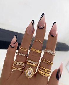 Chic Nails, Stylish Nails, Trendy Nails, Black Acrylic Nails, Almond Acrylic Nails, Almond Nail Art, Coffin Nails, Gel Nails, Black Almond Nails