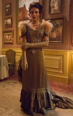 Melissa (Paolla Oliveira), Além do tempo vestido jantar