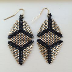 These peyote-stitch earrings can be fun, fancy, or festive. Very lightweight and easy to wear all day!!  Made to Order. The Elizabeth earring