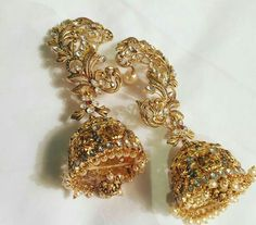 The beautiful pair of earrings by kalyan jewellers that sonam kapoor wore in cannes