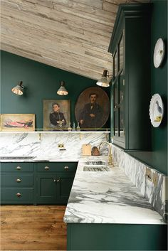 Stylish Decoration Dark Green Kitchen Cabinets Trend For 2017 Dark Green Studio Mcgee Dark And Green Kitchen Classic Kitchen, New Kitchen, Kitchen Decor, Kitchen Ideas, Kitchen Lamps, Minimal Kitchen, Country Kitchen, Vintage Kitchen, Kitchen Dining