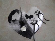 coussin alliance mariage coeur noir et blanc papillon plumes