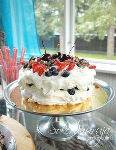 Sokerimuruja : Superihanat Pavlovat! Pavlova with berries!