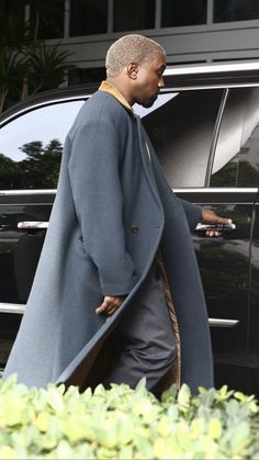 Kanye West Family, Kanye West Style, Streetwear, Navy Coat, Dope Clothes, Yeezy Season, Dope Outfits, Fasion, Random Things