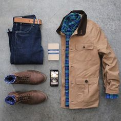 Jacket: @stockmfgco Denim: @jcrew Boots: @junkardcompany Notebook: @calepino