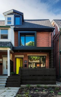 Post architecture have updated this semi-detached home in toronto. At was originally a mirror image of its attached neighbor. House With Porch, House Front, Semi Detached, Detached House, Modern Front Porches, Toronto Houses, Canada House, Building A Porch, Green Building