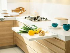 Kitchen Design Idea - Pull-Out Counters Pictures) // When you're working with a small kitchen, any and all extra work space is a great addition. Cozinha com prateleira deslizante. Cozinha com mesinha de apoio embutida. Country Kitchen, New Kitchen, Kitchen Decor, Kitchen Ideas, Awesome Kitchen, Kitchen Photos, Kitchen Designs, Country Living, Folding Furniture