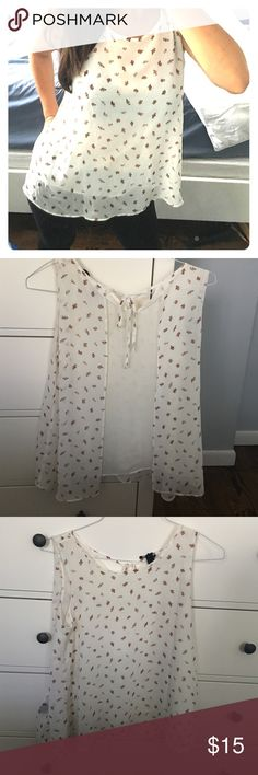 ⭐️Final Price⭐️Beautiful  flower top! So pretty in perfect condition! Forever 21 Tops Blouses