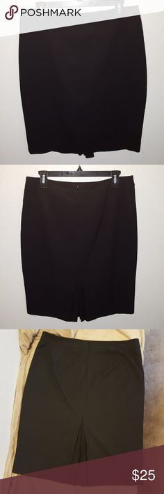 Limited Black pencil skirt Black pencil skirt from The Limited. Size 8. Zips up back, has tiny pleats in the back on bottom , gives skirt a little flair. I'm 5'6 and it comes to the bottom of my knees, skirt is 22 inches long. Excellent condition. The Limited Skirts Pencil