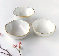 White and Gold Bowl – Jewelry Dish, Ring Dish, Catchall, White and Gold Dish, Mo… – Schmuck Ideen Ceramic Clay, Ceramic Plates, Ceramic Pottery, Keramik Design, Jewelry Dish, Gold Jewelry, Beaded Jewelry, Ring Dish, Diy Clay