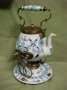 Meissen Blue Onion Tea Warmer