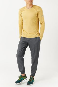The Brooks Fall Notch Long Sleeve will become your favorite layer this fall! The soft, notched interior helps to wick away moisture and trap heat for comfort during your run, and the smooth face fabric gives this fleece a stylish look. - Shop with Free Shipping and Free Returns at Running Warehouse! - #shirt #top #lululemon #footwear #shoes #jog #walk #nike #newbalance #hoka #altra #brooks #adidas #marathon #athletic #exercise #style #fashion #outfit #clothes #gym #sneakers Running Gear, Running Shirts, Long Sleeve Running Shirt, Smooth Face, Footwear Shoes, Thermal Long Sleeve, Mens Fall, Casual Wear