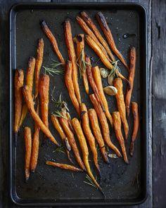 Bospeentjes uit de oven met knoflook en rozemarijn.