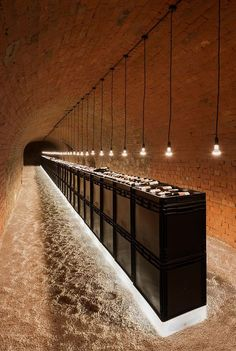 Strobl Winery by Wolfgang Wimmer + March Gut European design sensibility.old brick arch with new simple materials which have stark contrast Stack wine crates for a bar! Cafe Bar, Cafe Restaurant, Restaurant Design, Café Design, Home Design, Interior Design, Design Interiors, Design Trends, Commercial Design