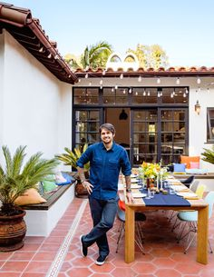 chef Ludo Lefebvre creates a French-style outdoor dinner starring steak, fries, and beautiful salads Home Design, Exterior Doors With Glass, Glass Doors, Magazine Table, Everything Is Illuminated, Country Dinner, Outdoor Dinner Parties, Dinner Themes, Best Chef