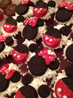 Cupcakes for a Disney birthday party! @Vannesa Pinto Roemer For Kadens birthday since he wants mickey mouse (:
