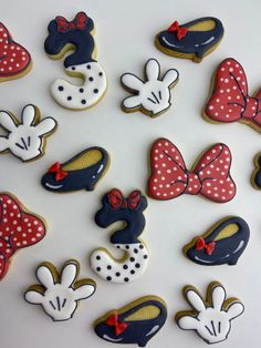 Mickey Sugar Cookies, Minnie Mouse Cookies, Disney Cookies, Minnie Mouse Heels, Mickey Mouse Gloves, 7th Birthday Party Ideas, 2nd Birthday, Shoe Cookies, Disney Birthday