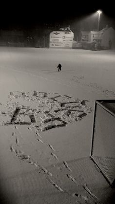huge snow calligraphy freestyle .football fields are not only for sportsmen #snowcalligraphy #streetcalligraphy