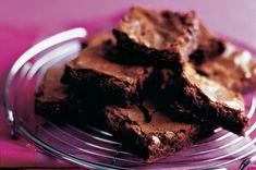 Čokoládové brownies | Apetitonline.cz Chocolate Brownies, Baked Goods, Favorite Recipes, Baking, Sweet, Desserts, Food, Cakes, Kitchens