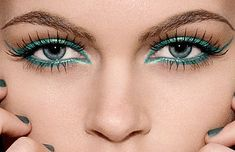 Contents: Major Errors in Makeup for Green Eyes.  http://mybeautiness.com/how-to-do-makeup-for-green-eyes/