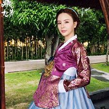 Korean traditional clothes.hanbok #dress #wedding #picture 한국 고유의 멋이 살아있는 당의한복. 당당한 나의 매력을 보여줄 수 있는 아름다운 우리옷입니다.
