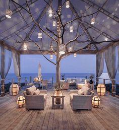 Et si vous vous sentiez aussi bien chez vous que dans un cottage en bord de mer ? Voici mes 5 meilleures astuces pour une déco bord de mer réussie!