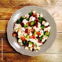 Spruitjes salade met peer, dadel, walnoot & geitenkaas