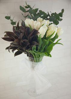 チューリップスペーズデザイン #flower arrangement #Shop Flower display http://www.dear-reine.com/ ベストフラワーアレンジメント花雑誌掲載作品
