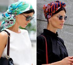 A blogger Hanneli em dois momentos, com versões de amarração que cobrem mais a cabeça. Legal ver que nas duas ela está na cidade, não é só u...