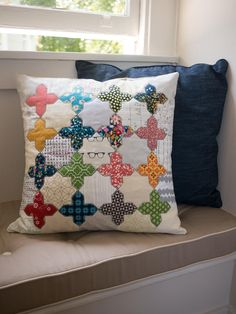 Palatina Pillow from theresathread: free PDF pattern and tutorial (AND it's much easier than it looks!)