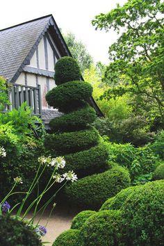 Beautiful gardens I'd like to visit: Jardins Agapanthe : les fleurs et les plantes du paysagiste Alexandre Thomas - CôtéMaison.fr