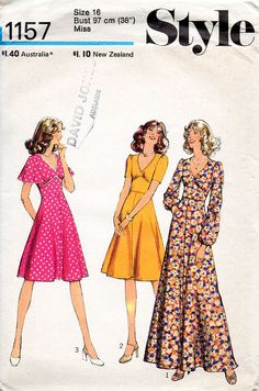 1970s V Neck Dress Pattern Style 1157 Vintage by BessieAndMaive