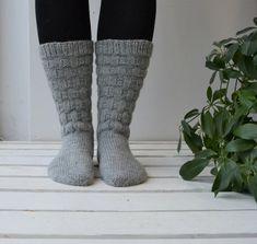 Sukkaohje: Tuhti-sukat - Neulovilla High Socks, Fashion, Moda, Thigh High Socks, Fashion Styles, Stockings, Fashion Illustrations