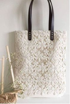 sac crochet blanc. No pattern. Pinning for the idea. Vintage cookies could be used or lace. So Pretty!!