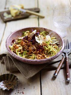 Unser beliebtes Rezept für Zucchini-Spaghetti mit Geflügel-Bolognese und mehr als 55.000 weitere kostenlose Rezepte auf LECKER.de.