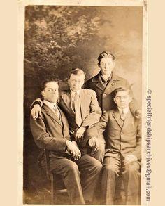 « Postcard no 1 » A group of friends on a photo postcard printed in Canada. /// Un groupe d'amis sur une carte postale photo, imprimée au Canada. #bromance #1900s #maleaffection #mentogether #affectionatemalephotography #realphotopostcard #vintagefashion