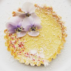 lemon tart with edible violas and bellis petals available from greensofdevon.com