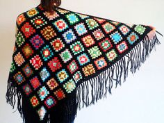 Châle de crochet Granny Square Shawl  laine tricoté par Natbees