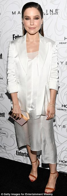 And Kaley Cuoco as well Sophia Bush looked pretty in white and silver...
