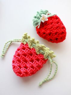 No pattern available- saved for copying later Crochet Strawberry, Crochet Fruit, Crochet Flowers, Quick Crochet, Cute Crochet, Crochet Motif, Crochet Projects, Yarn Projects, Crochet Patterns Amigurumi