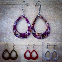 Habt ihr schon unsere stylischen Ohrringe aus Kunstharz in unserem Online-Shop entdeckt? 🙈  #fashion #ohrringe #earrings #kunstharz #style #forwoman #accesoires #forwoman #schmuck #mode Washer Necklace, Woman, Jewelry, Fashion, Plastic Resin, Fossils, Handmade Jewellery, Scarves, Ear Rings