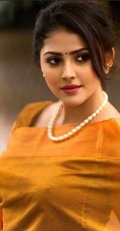 Beautiful Women Over 40, Beautiful Girl Photo, Most Beautiful Faces, Beautiful Girl Indian, Beautiful Indian Actress, Cute Beauty, Beauty Full Girl, Beauty Women, Indian Beauty