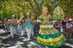 https://flic.kr/p/Lj8UcM | 74ème Festival Folklorique International Danses et Musiques du Monde | N'hésitez pas à consulter notre site internet www.tourisme-amelie.com  Dès le début du 20° siècle et notamment lors des fêtes du Carnaval, un groupe de jeunes gens et de jeunes filles exécutait dans les rues de la ville des danses folkloriques catalanes.  Jean TRESCASES, fondateur des Danseurs catalans d'Amélie les bains en 1935, créa en 1936 un festival folklorique des provinces françaises.  Et…